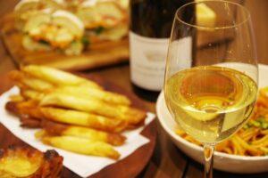料理と白ワイン