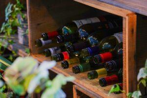 数々のワインボトル